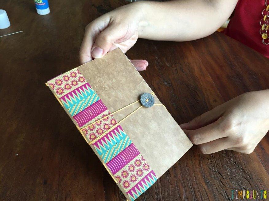 Presente artesanal para o Dia dos Professores - dando volta com a linha
