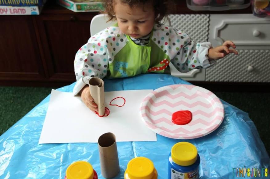 Atividade de artes para crianças pequenas - gabi carimbando 1