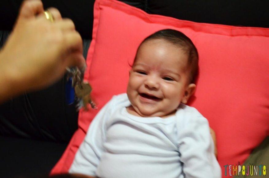 Brincadeiras de sons com bebês recém-nascidos - bernardo sorrindo