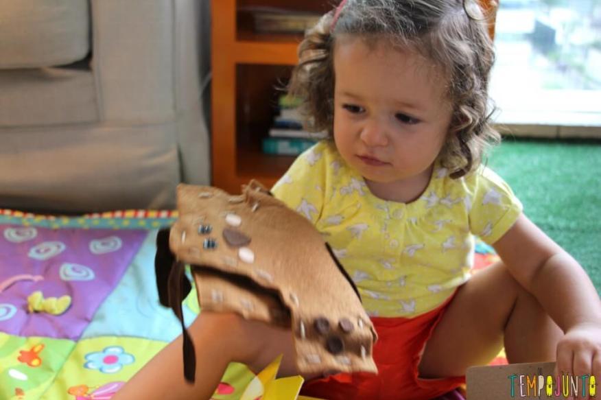 IMG_3743Dicas de brinquedo para crianças de 2 a 4 anos - gabi com fantoche
