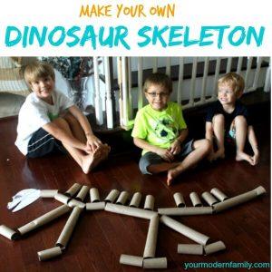 10 ideias de brincadeiras com dinossauros - esqueleto de rolo de papel