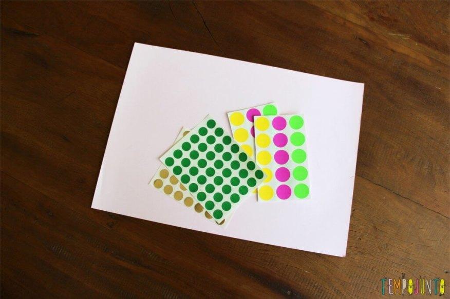 Atividade com adesivos para estimular os pequenos - material cópia