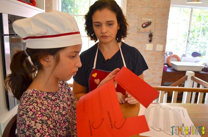 Presente da mamãe feito pela Chapeuzinho Vermelho - Tempojunto na Cozinha - carol e pat com enfeite