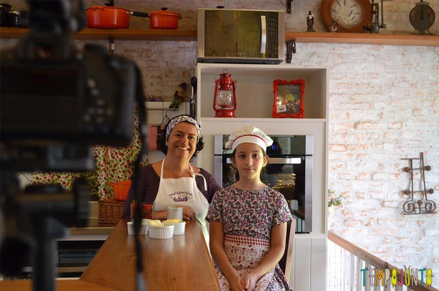 Presente da mamãe feito pela Chapeuzinho Vermelho - Tempojunto na Cozinha - carol marisa com a camera