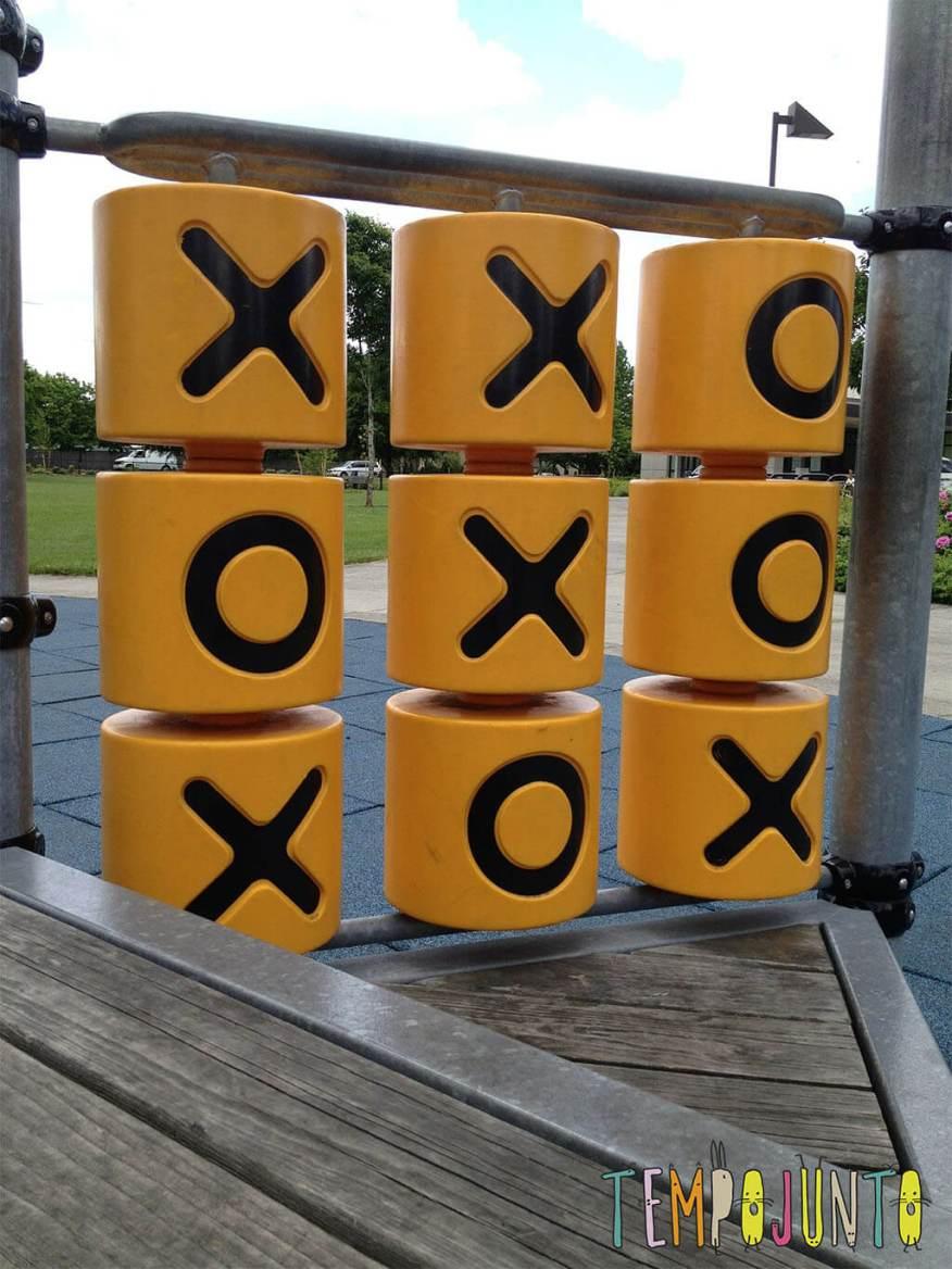 Jogo da velha é uma brincadeira para dentro e fora de casa que estimula a velocidade de raciocínio-jogo da velha parquinho