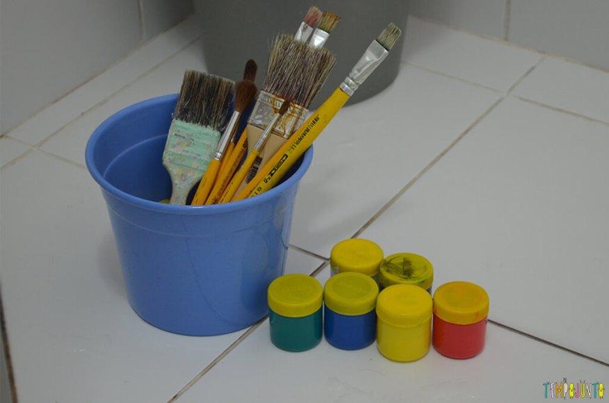 Até o banheiro é lugar de brincar e criar obras de arte - materiais