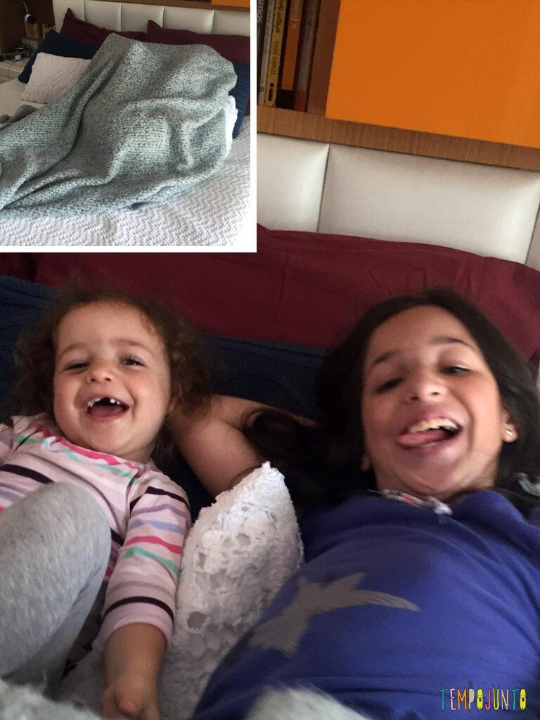 Quando as irmas resolvem inventar uma brincadeira_IMG_4505_4506_farra-da-gabi-e-da-carol-na-cama