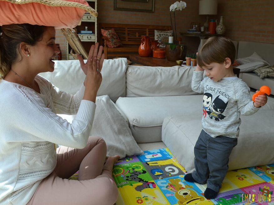 Musica e palhacadas para encantar seu bebe_11.57.09_pietro em pe