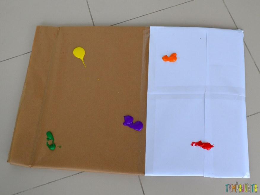 Pintura gigante e sem sujeira para brincar com os bebês_14.58.46_Papel com tinta