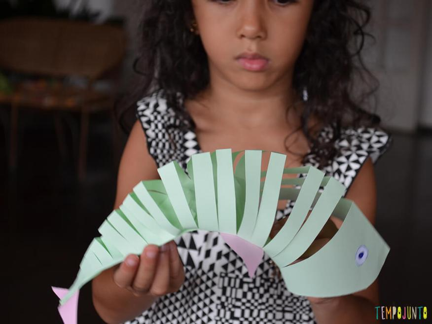 Um brinquedo caseiro que você consegue fazer agora e trazer para brincar com filho_sofia_peixe_final
