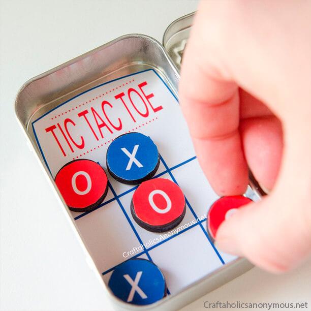 10 ideias de brinquedos caseiros faceis de fazer - jogo da velha de bolso