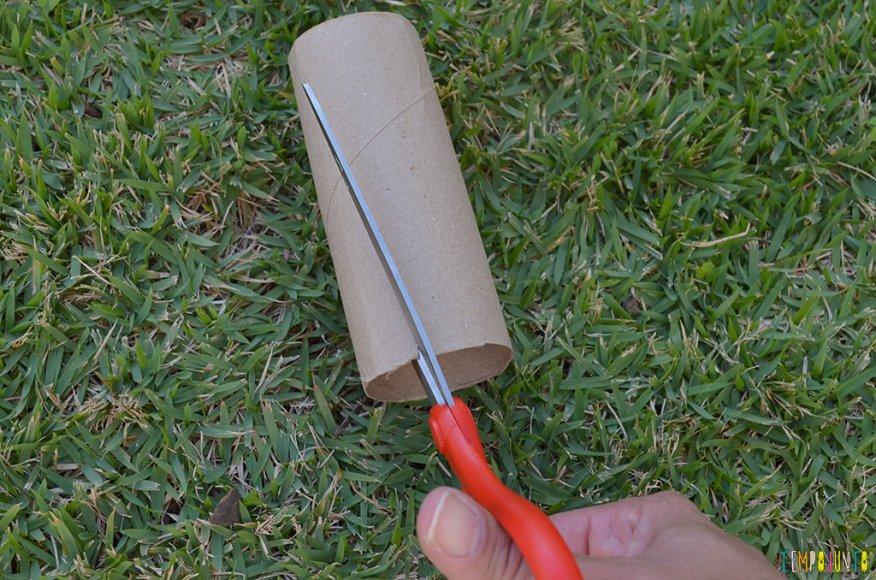 Arte fogos de artificio - cortando o rolo de papel