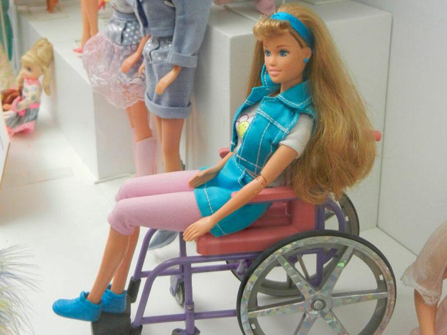 A brincadeira sem limites de deficiências - barbie cadeirante