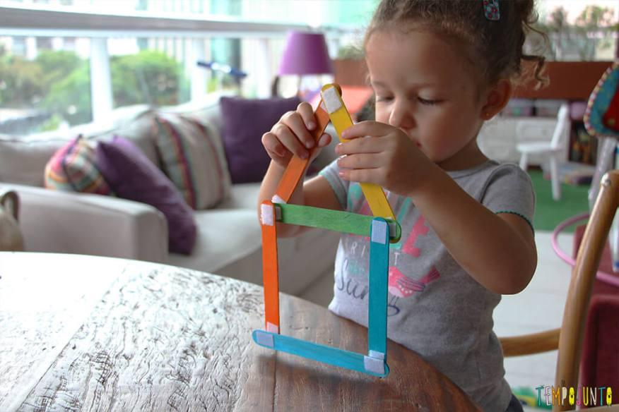 Como fazer um brinquedo com palito de picolé - gabi deixando a casinha pronta