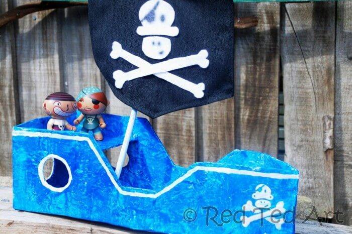 Navio pirata de papelão