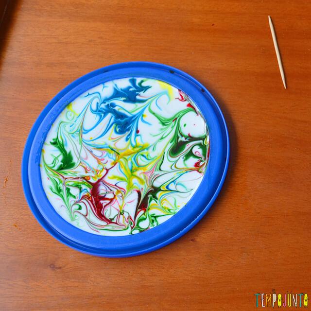 Uma pintura com corante e cola para crianças - desenho pronto 2