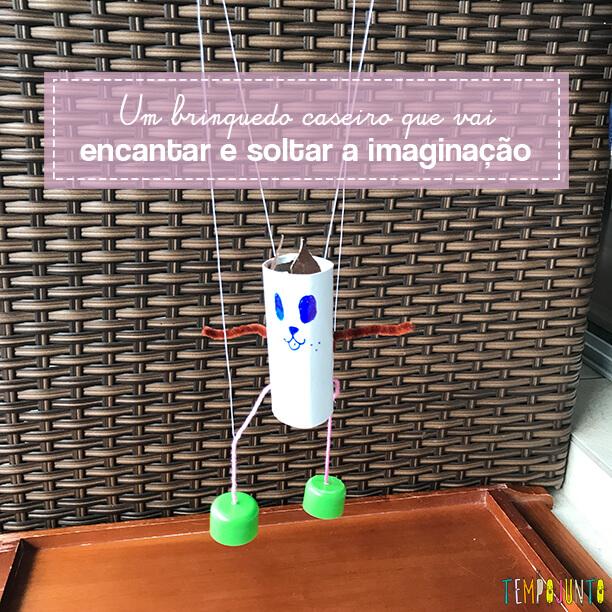 Como criar um marionete de rolo de papel para brincar com seu filho