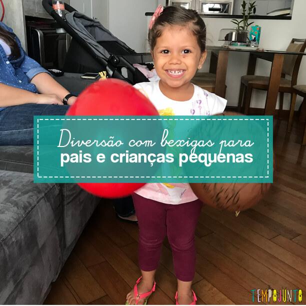 Jogo com bexiga para desafiar a coordenação das crianças pequenas