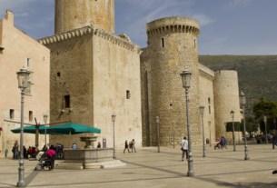 Fondi castello