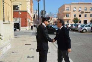 Il Comandante Provinciale Carabinieri di Latina, Col. Giovanni De Chiara, accoglie il Prefetto di Latina, dott. Pierluigi Faloni.