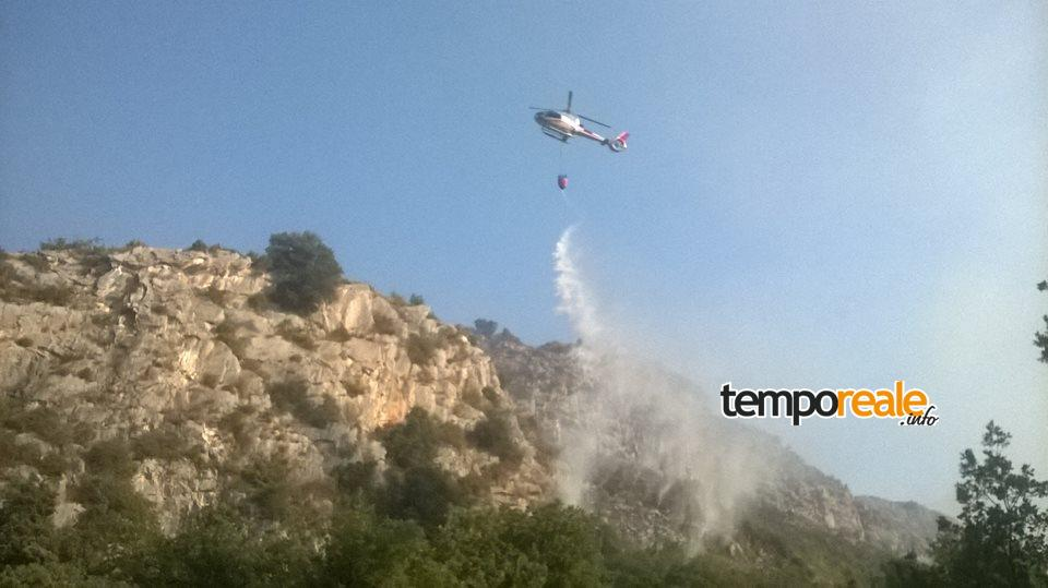 Un altro elicottero in azione (foto di Salvatore Vento)