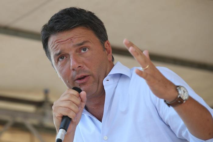 """Renzi arriva alla stazione di Minturno-Scauri con il tour """"Destinazione Italia"""""""