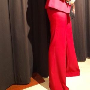 pantalone trombone color rubino