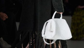 Daniel Lee adopte le tissage intrecciato emblématique de Bottega Veneta pour l'automne 2020