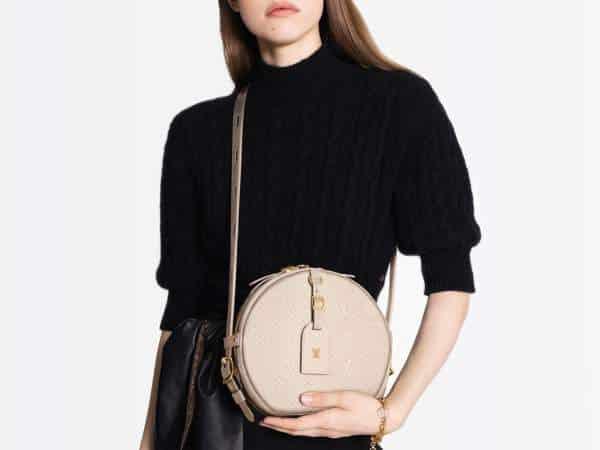 Le sac Boîte Chapeau Souple de Louis Vuitton est désormais disponible en cuir Empreinte