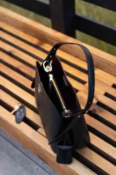 L'intérieur d'un sac à main Prada Matinée