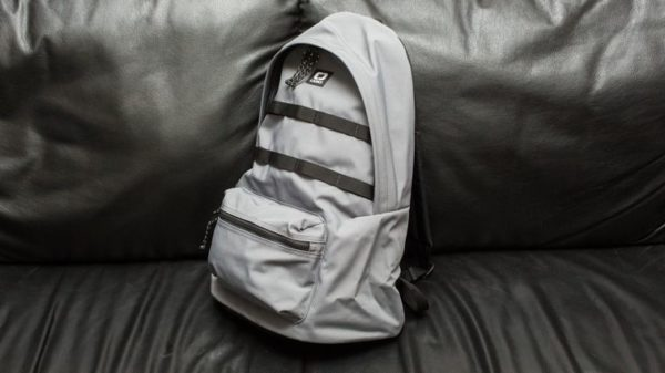 Ce petit sac à dos rend les voyages avec mon Kelly BEAUCOUP plus faciles