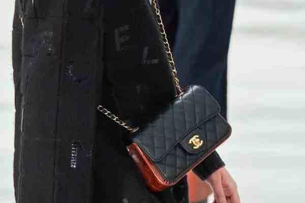 Défilé de Chanel, tout est question de sacs classiques pour l'automne 2020