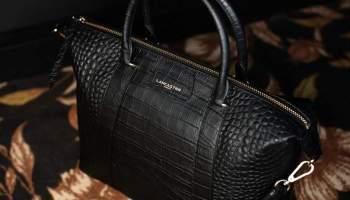 Les femmes aiment porter un sac Lancaster