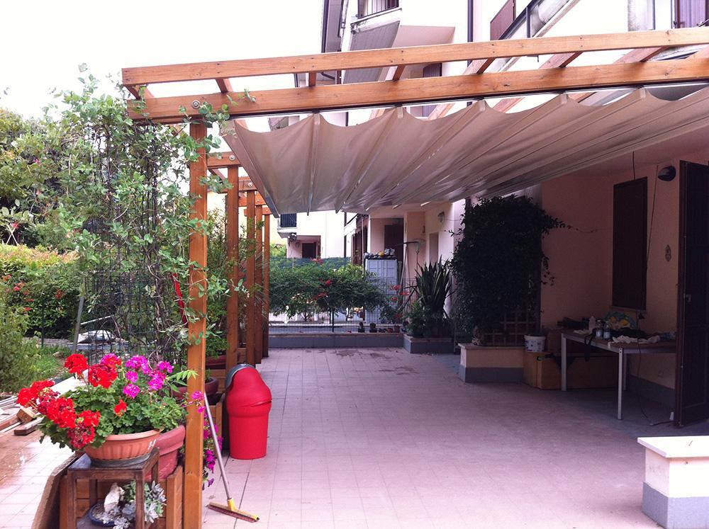 Tendaggi da esterno per arredare un portico, un patio o un pergolato. Tende Per Pergolati Tendasol Brescia Bergamo Milano