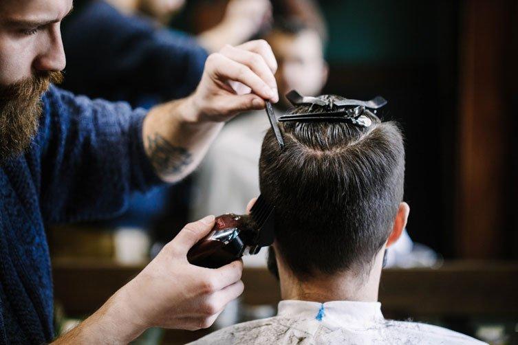 Trucos que usan los peluqueros para disimular la calvicie