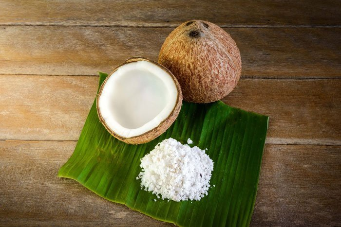 Aceite-de-coco-para-el-cabello-seco