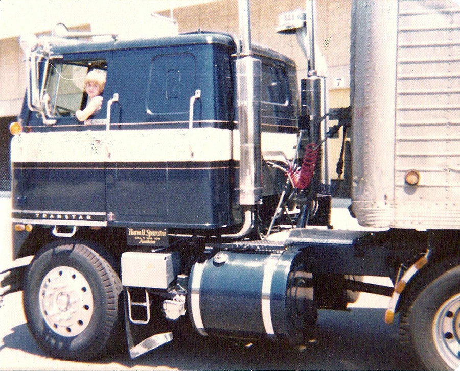 Trucks Peterbilt 352 1979 Show Cabover