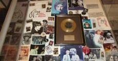 disco de ouro da musica she loves you 230x120 São Paulo recebe exposição Beatles   50 Anos de História