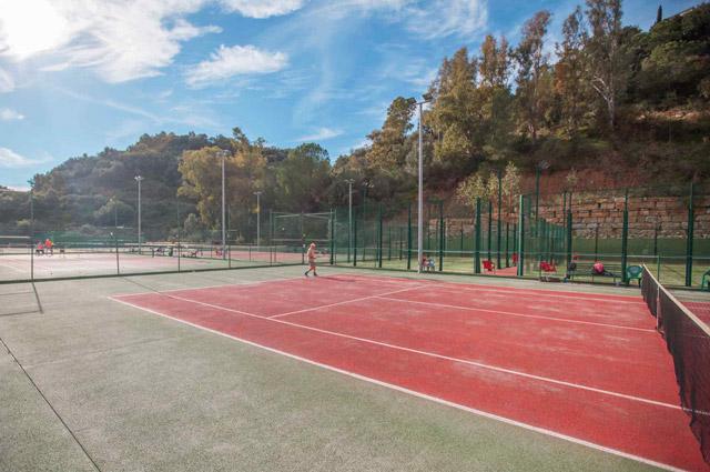 Aprende a jugar al tenis en nuestro club de la Costa del Sol