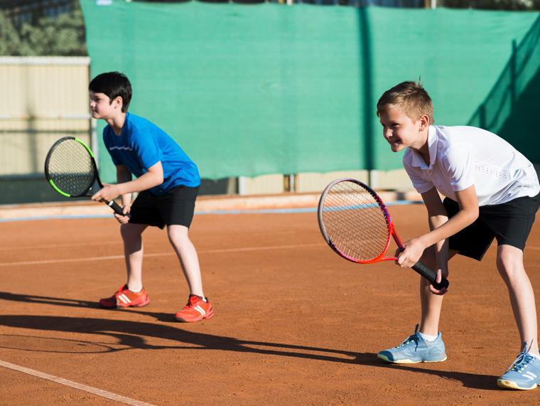 Ven a nuestro club de tenis cerca de Marbella