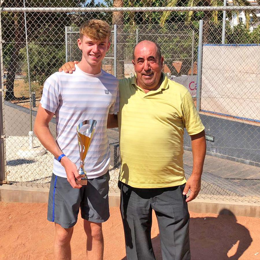 Max Baisin. Ganador del Torneo ITF del Club de Tenis de Riviera