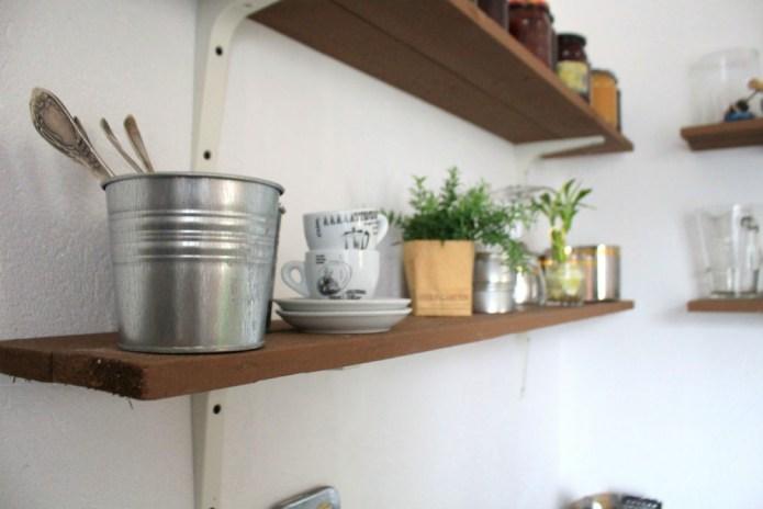 atviros-lentynos-virtuveje