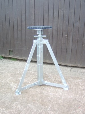 Vertical Adjustable Prop Stand