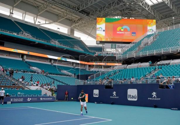 Novak Djokovic of Serbia warms up prior to his upcoming matches at the Miami Open tennis tournament in Miami, Florida, USA, 18 March 2019.  EPA-EFE/JASON SZENES