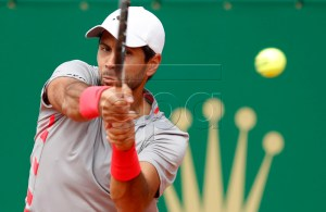 Fernando Verdasco of Spain returns the ball to Pierre-Hugues Herbert of France during their first round match at the Monte-Carlo Rolex Masters tennis tournament in Roquebrune Cap Martin, France, 16 April 2019. EPA-EFE/SEBASTIEN NOGIER