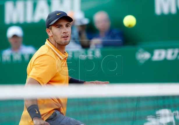 Borna Coric of Croatia returns the ball to Fabio Fognini of Italy during their quarter final match at the Monte-Carlo Rolex Masters tournament in Roquebrune Cap Martin, France, 19 April 2018. EPA-EFE/SEBASTIEN NOGIER