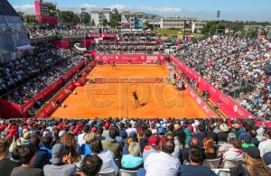 Gael Monfils (front) of France in action during his second round match against Reilly Opelka of the USA at the Estoril Open tennis tournament in Cascais, near Lisbon, Portugal, 01 May 2019. EPA-EFE/JOSE SENA GOULAO