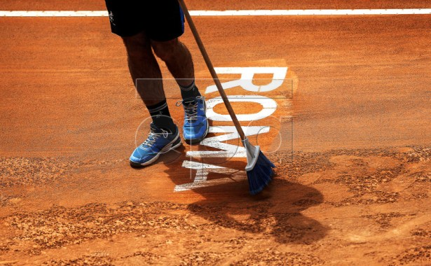 A worker prepares the court during the men's singles first round match between Marin Cilic of Croatia and Andrea Basso of Italy at the Italian Open tennis tournament in Rome, Italy, 14 May 2019.  EPA-EFE/RICCARDO ANTIMIANI
