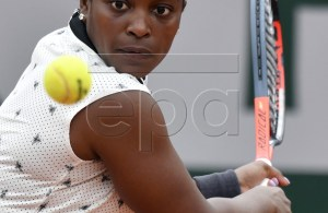 Sloane Stephens of the USA plays Misaki Doi of Japan during their women?s first round match during the French Open tennis tournament at Roland Garros in Paris, France, 26 May 2019. EPA-EFE/JULIEN DE ROSA