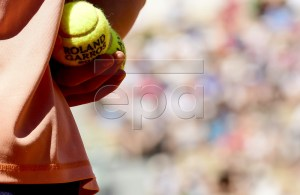 A ball boy during the French Open tennis tournament at Roland Garros in Paris, France, 02 June 2019. EPA-EFE/CAROLINE BLUMBERG